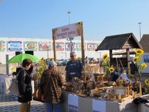Krasnodarissa pidetyillä Kubanin maatalousmessuilla hehkuivat auringonkukat.