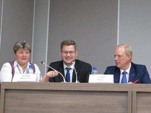 Paneelikeskustelussa (alk. vas.) Ljudmila Vorozhbitova, Eerikki Viljanen ja Sami Karhu.