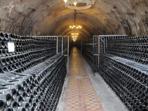 Samppanjapulloja Abrau-Durson viinikellarissa