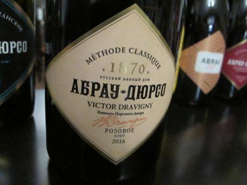 Abrau-Durson kuohuviini valmiina nautittavaksi